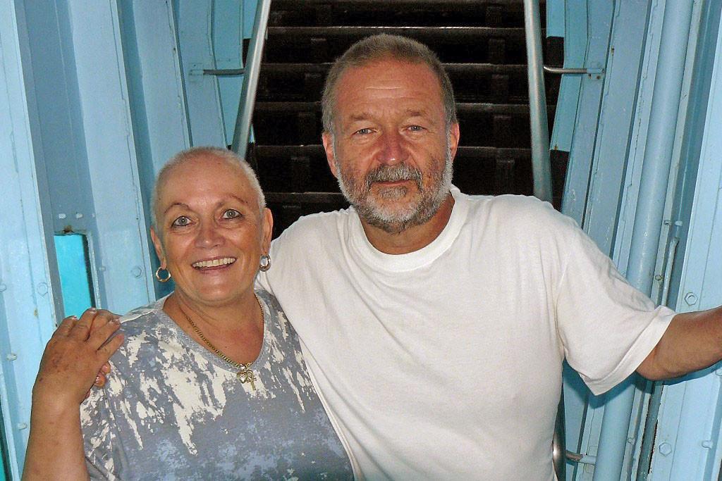 Wir beide im U- Boot ähnlichen Tunnelgang auf der Plattform!