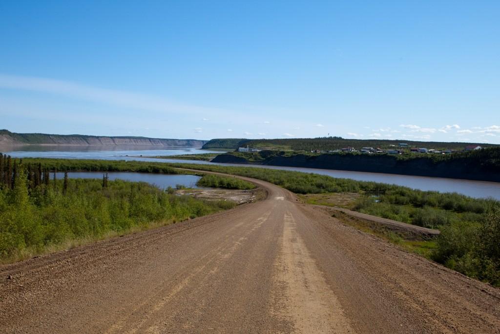 Anfahrt auf die Kiesrampe am Mackenzie River