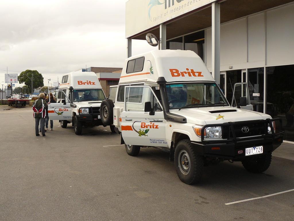 Empfang unserer beiden Bushcamper in Perth, die deutschsprachige Einweisung ließ nichts zu wünschen übrig