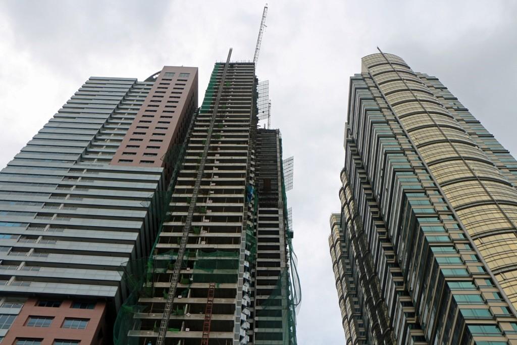 Doch wie auch in den V.A.E., Singapur oder anders wo zu beobachten - Neues, Höheres und Moderneres wird aus dem Boden gestampft und Satellitenstädte entstehen - das Kapital zeigt seine Hässlichkeit!