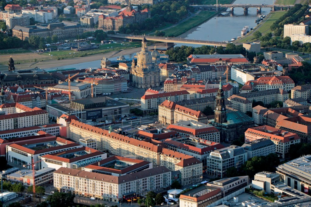 Das neue Zentrum der Dresdener Altstadt mit Kreuzkirch, Altmarkt, Kulturpalast (DDR), Neumarkt und Frauenkirche