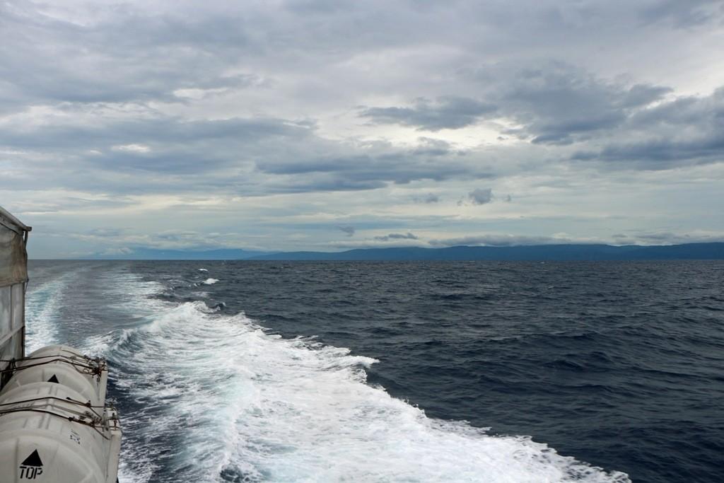 Das schnelle Fährboot düst ab in Richtung der Insel Bohol!