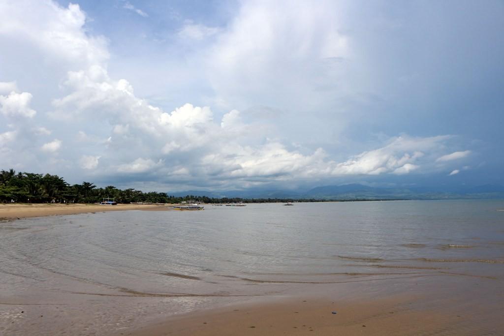 Strand und Sulu See vor Bayawan