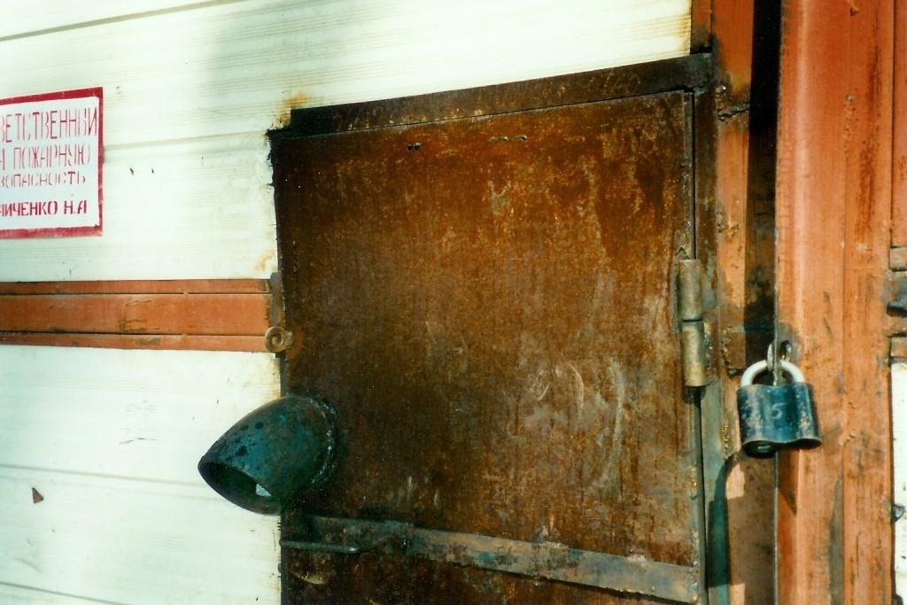 Trotz ordentlicher Einfuhrpapiere, die Tür der Zollstelle in Raduschny bleib für uns 4 Tage verschlossen.