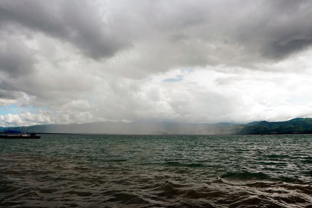 ...drohende Regenwolken über der North Bais Bay, doch sie verziehen sich