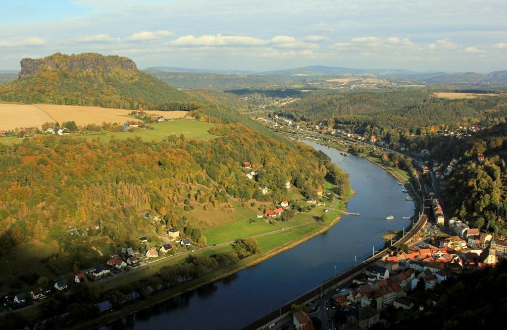 Der große Elbbogen mit Blick in Richtung Bad Schandau, elbaufwärts!