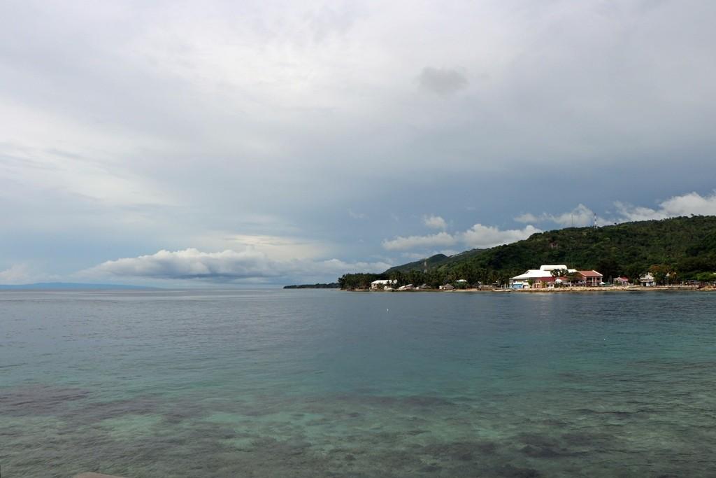 Blickrichtung süd, der Strand von Südcebu (Bayan ng ng Santander)
