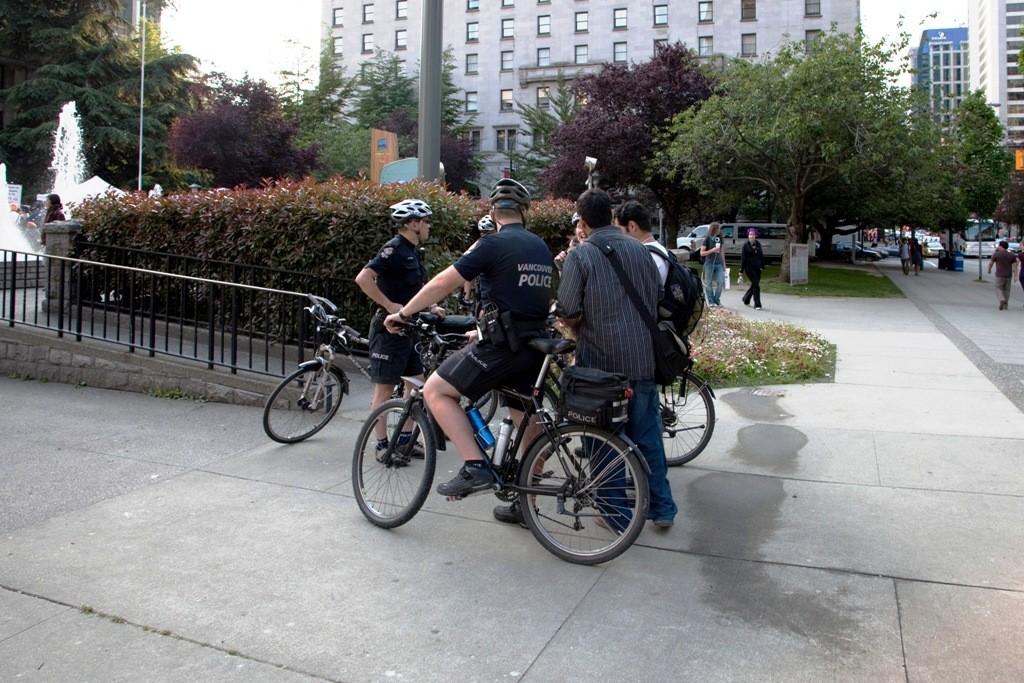 Fahrrad Patrouille der Vancouver Police nahe der Demo