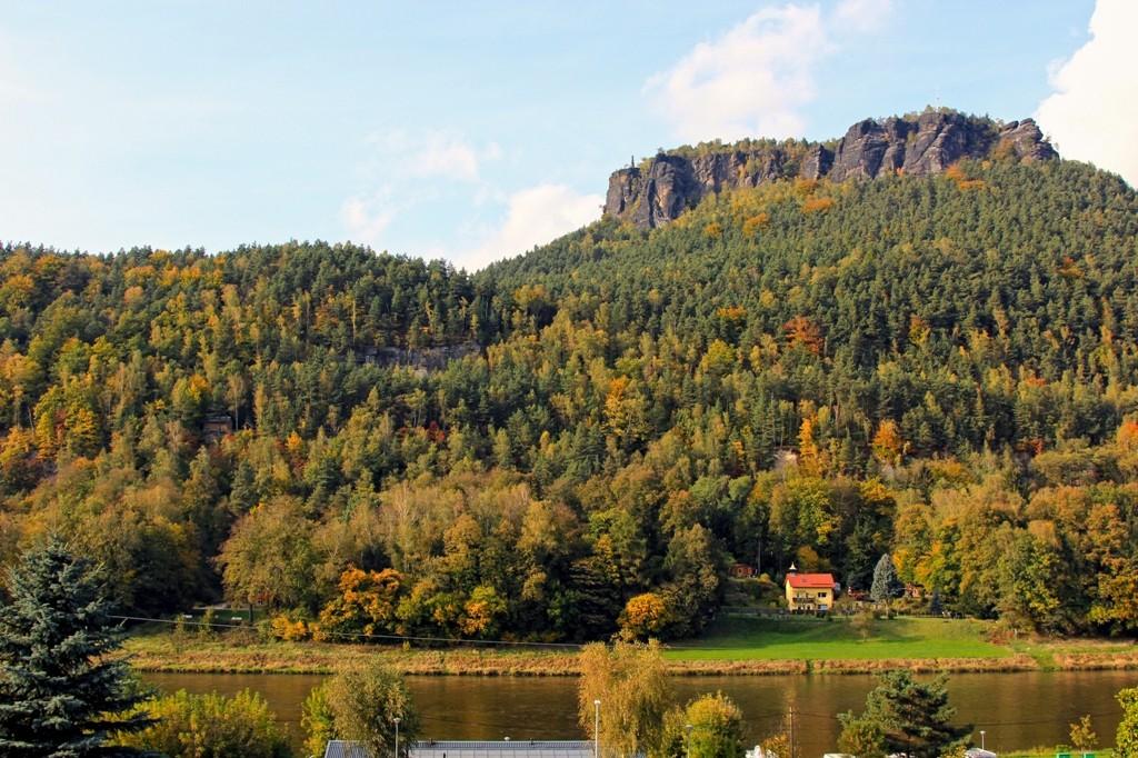 Der Lilienstein von Königstein gesehen im Herbst