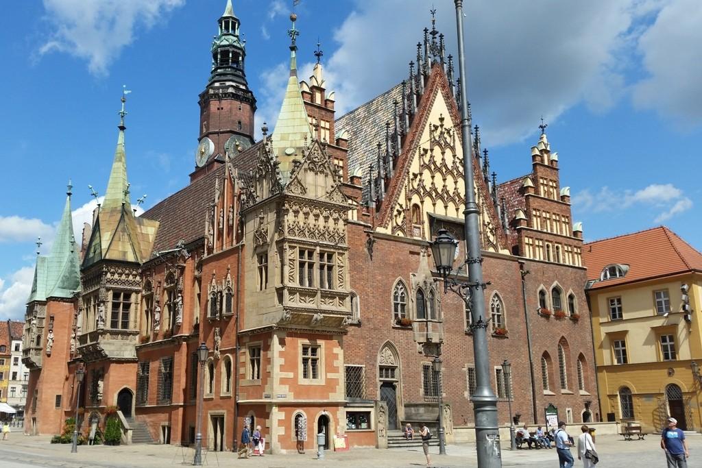 Vorderseite des historischen Rathauses von Breslau