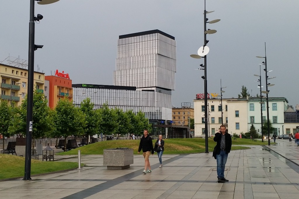 """ibis Hotel """"Styles"""" nahe Hauptbahnhof - Blickfang der verschobene Kubus"""