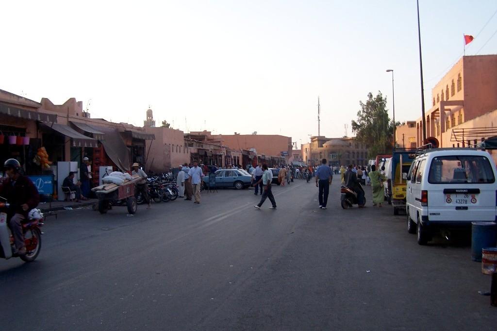 ...Impressionen vom Straßenverkehr in der alten Königsstadt