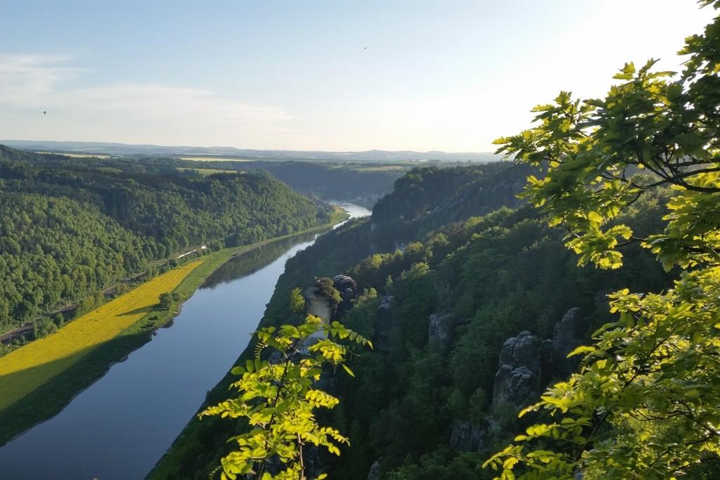 Das Elbetal von der Basteiaussicht in Richtung Pirna