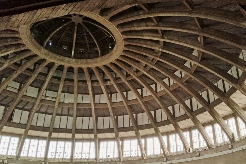 ...in 42 m Höhe thront die Laterne die allein 6,00 m misst und einen Durchmesser von 14,40 m hat