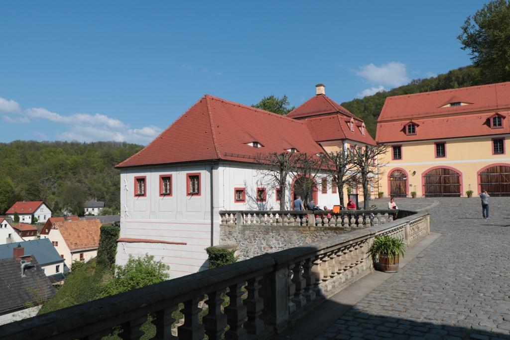 Die Gelasse vor dem eigentlichen Schloss