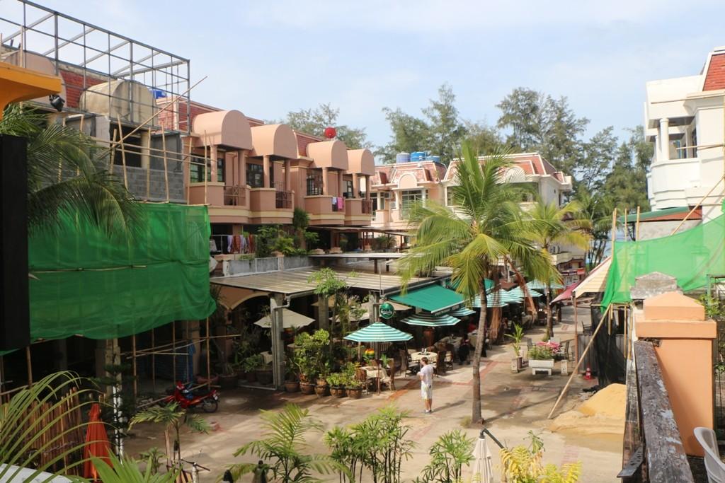 Am Vormittag des nächsten Tages, Blick vom Balkon - oh jeh Baustelle!