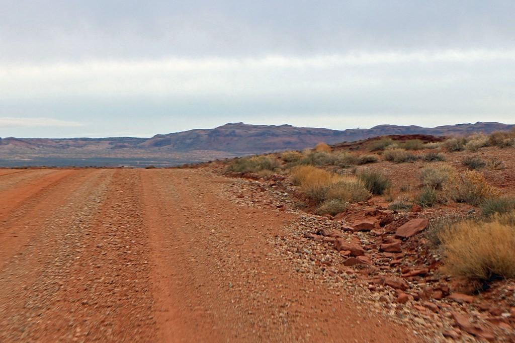"""Verwegen nehmen wir einen """"Abkürzer""""indem wir rechts abbiegend in die E Hulkito Wash Road fahren"""
