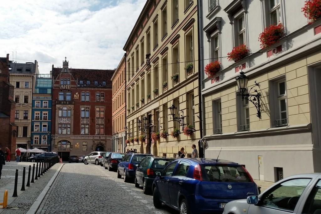 Bügerhäuserfront unmittelbar hinter der Garnisonskirche. St. Elizabeth