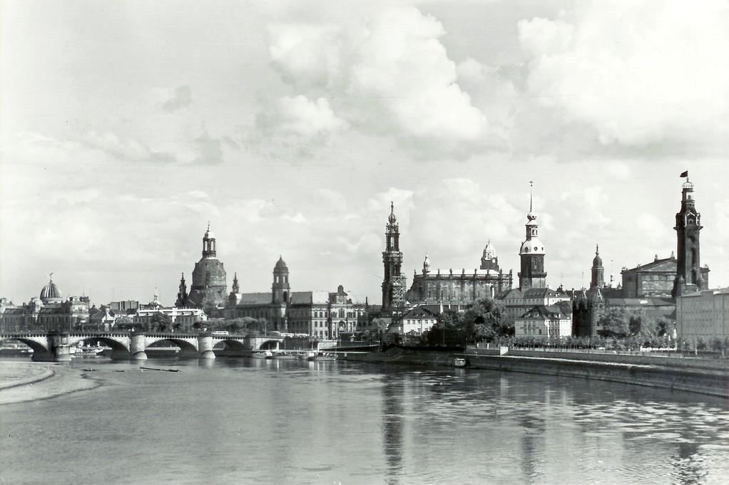 Dresden - Altstadt von der Marienbrücke aus gesehen