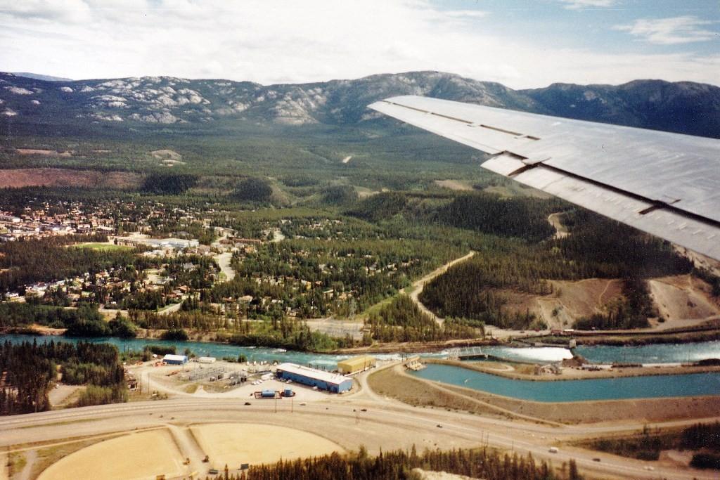 Whitehorse von oben mit Flugziel Anchorage