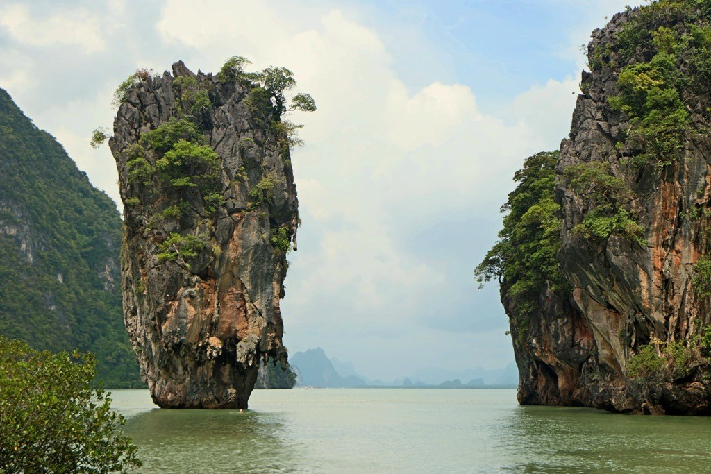 Die bekannteste Attraktion des Ao Phang-Nga Nationalparks, die James Bond Nadel (Felsen)