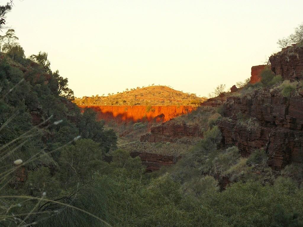 Wir nächtigten im Camp des Karijini NP und konnten somit bis zu Sonnenuntergang fotografieren. Es existieren noch andere herrliche Bildchen, doch die Auswahl ist schwer!
