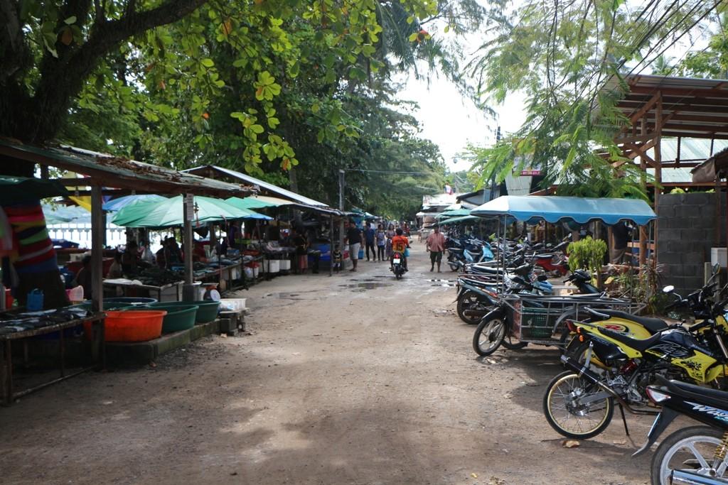 Marktstraße in Rawia Beach
