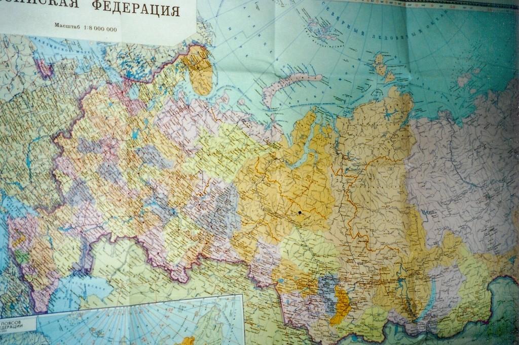 Die große Europa/Asien Landkarte im Aufenhaltsraum ließ uns täglich die große Enfernung zur Heimat spüren.