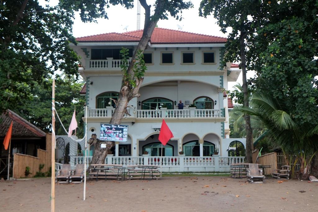 Das Gracey Dive Resort & Restaurant vom Beach der Bohol See aus gesehen!