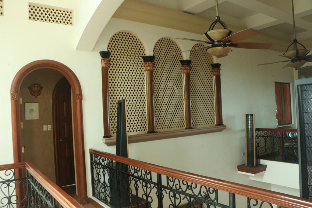 In der ersten Etage, orientalischer Flair, fühlt sich der Gast recht wohl, hier sind die Gästezimmer und Sanitärräume