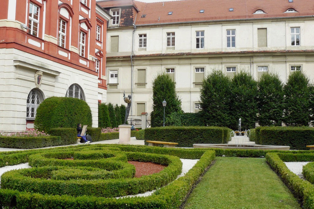 Im Barockgarten Ossolineum am Universitätsplatz