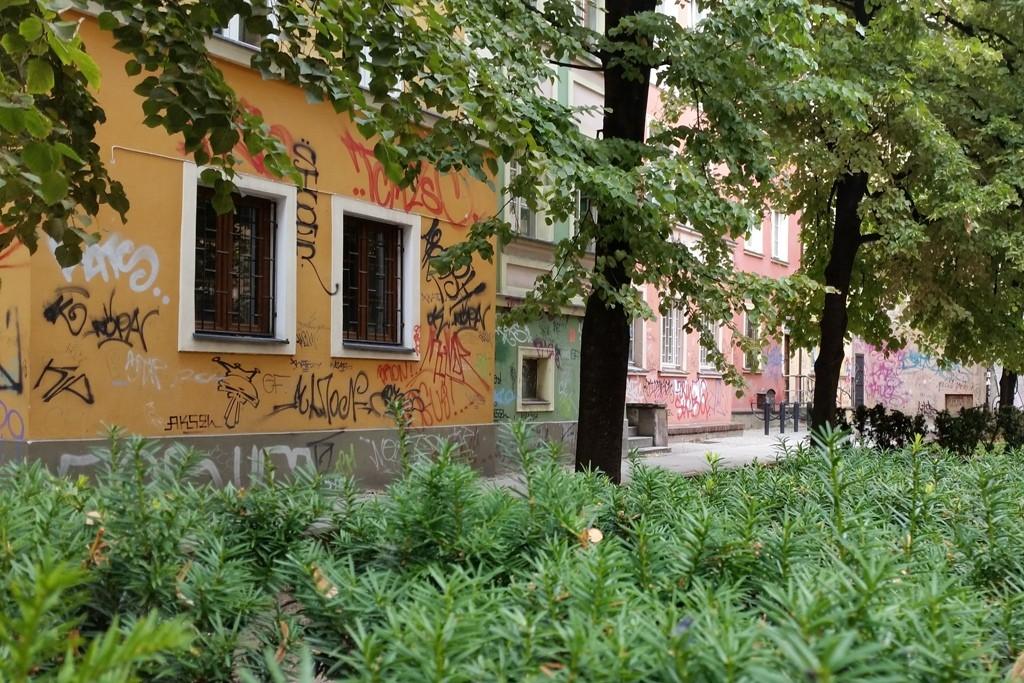 Leider, leider macht diese Graffiti- Schmiererei auch vor dem Breslauer Zentrum nicht halt!