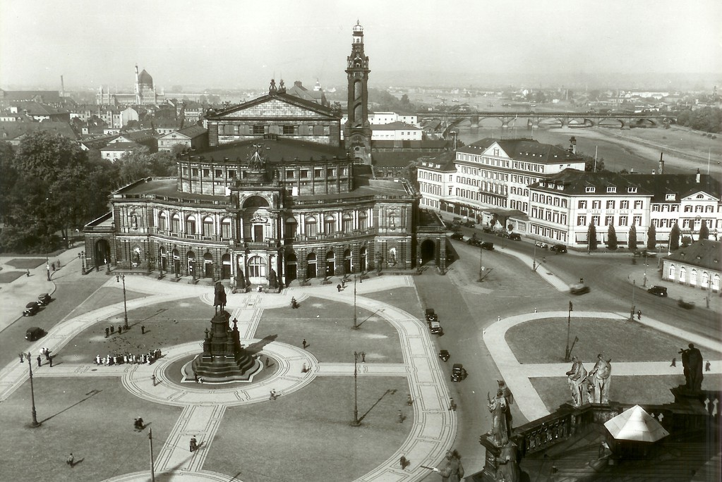 Dresden - Semperoper (1871-1878), Theaterplatz, Hotel Bellevue