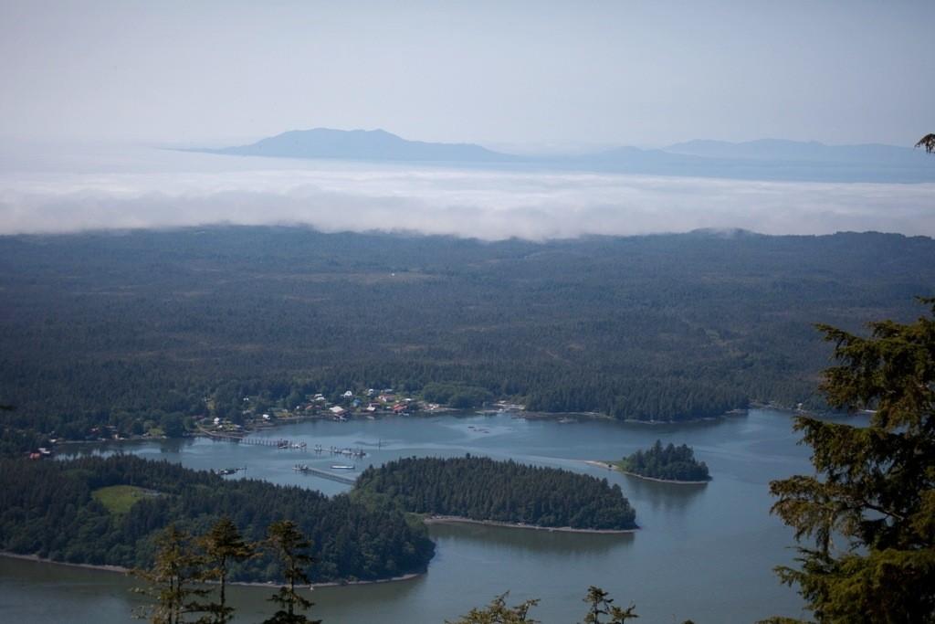 Der Chatham Suond vom Berg her gesehen mit der Wolkenwalze im Hintergrund die aus dem kalten Norden heran rollt