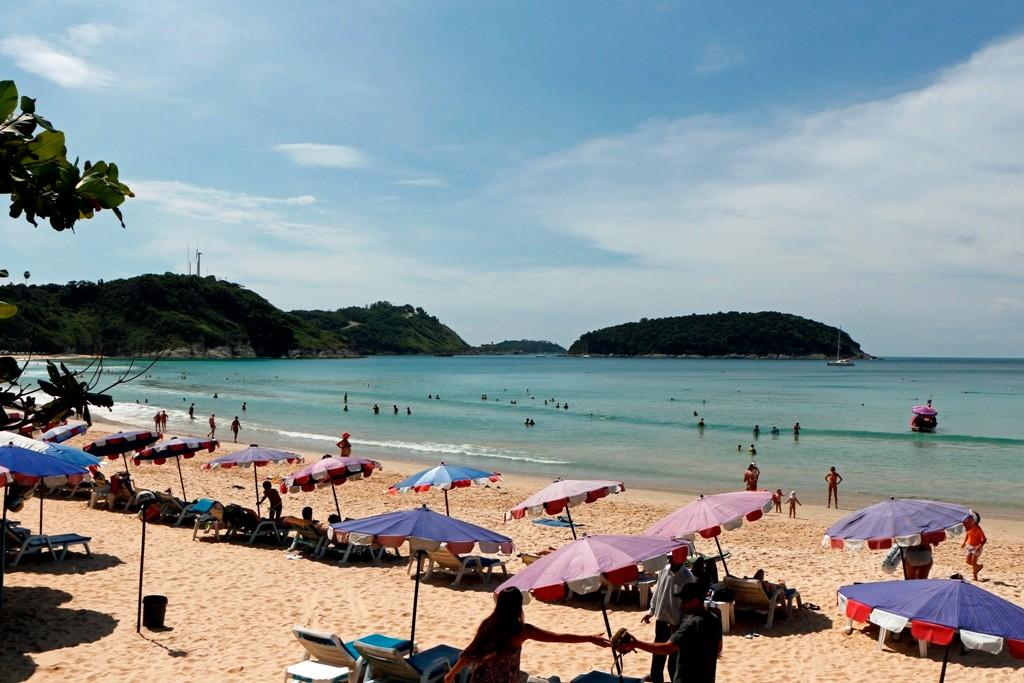 Der kleine, sehr ruhige Badestrand von Nai Harn Beach