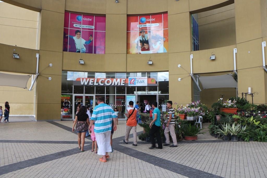 Shopping ist hier täglich im großen Stil angesagt, vor allem auch das ganze drum herum zieht hier die Massen an!