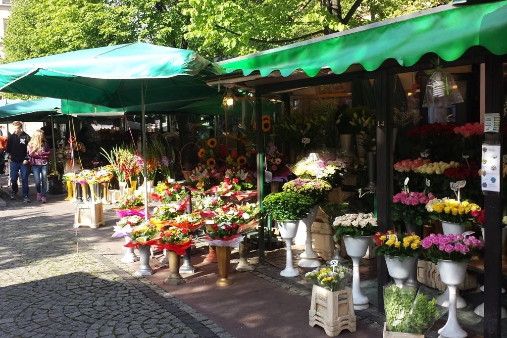 Das Aushängeschild des Salzmarktes, die durchgängig geöffneten Blumenstände!