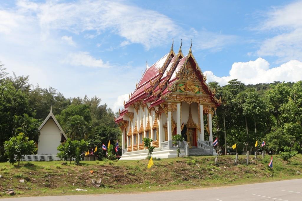 Kleines Wat atwas abseits von Nai Harn, hier war mal nicht viel los!