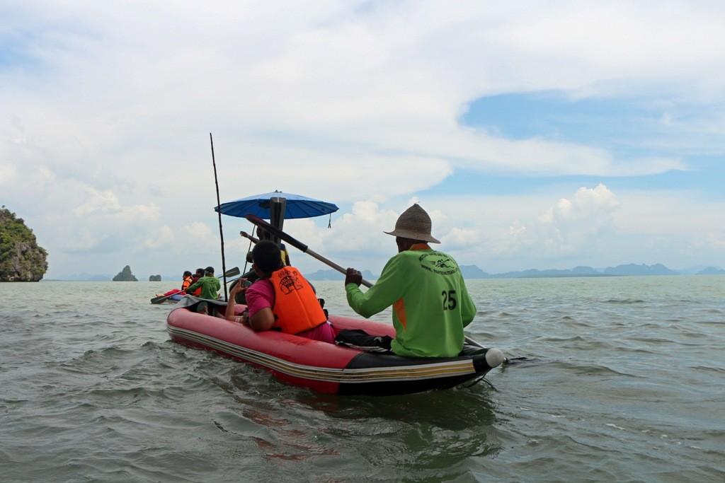 """Nur unter Führung eines einheimischen """"Paddlers"""" können wir auf dem Schlauchbootkanu diese Fahrt durchführen!"""