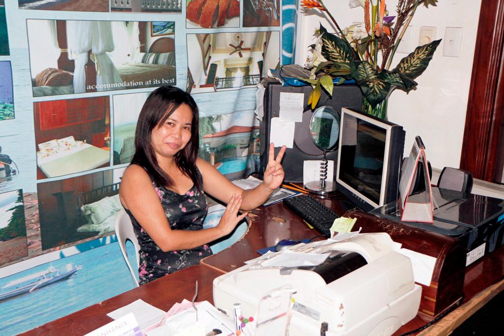 Anita hat die Fäden in der Hand, hier an der Reception ist ihr hauptsächliches Betätigungsfeld!