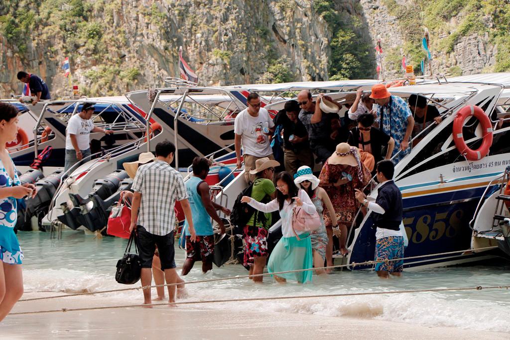 Auch hier gehts im Minutentakt zur Sache und der Touristenstrom quillt aus dem Bootsrumpf!