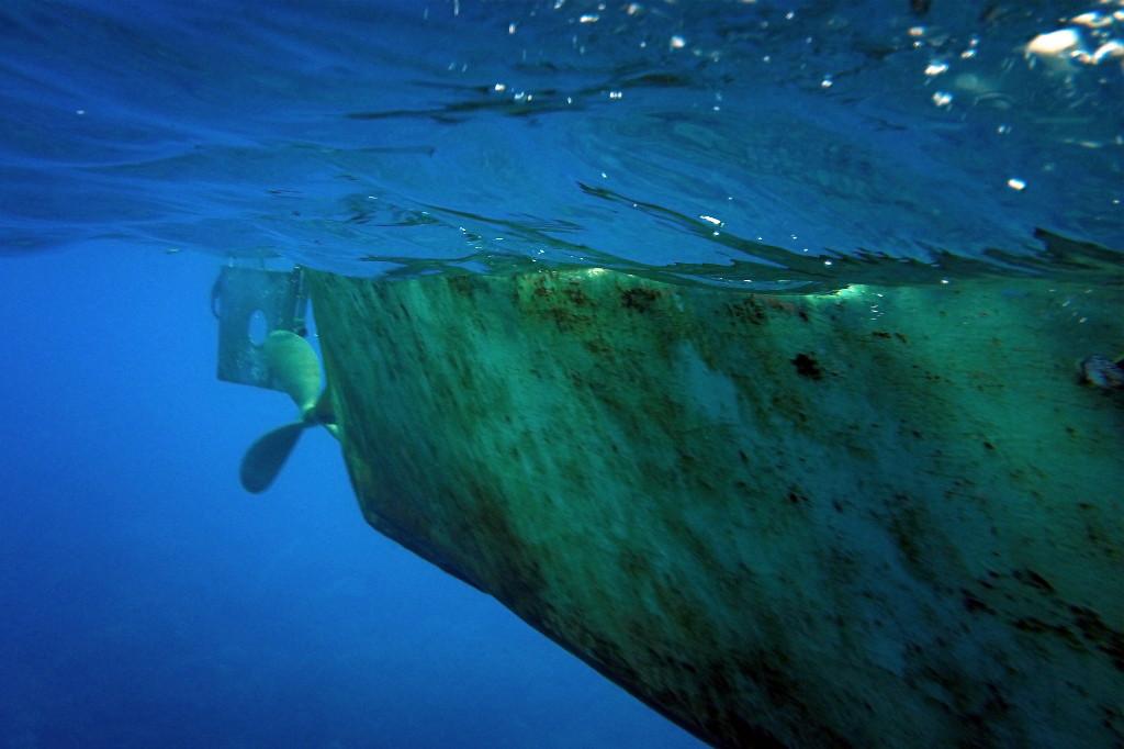 Auftauchen sieht etwa so aus, man sieht sein Tauchboot von unten...