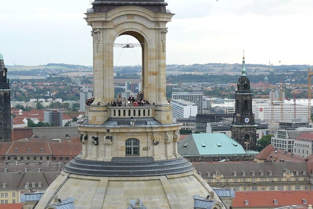 ...wir im Ballon mit den Besuchern der Frauenkirche auf der Laternenplattform in Augenhöhe