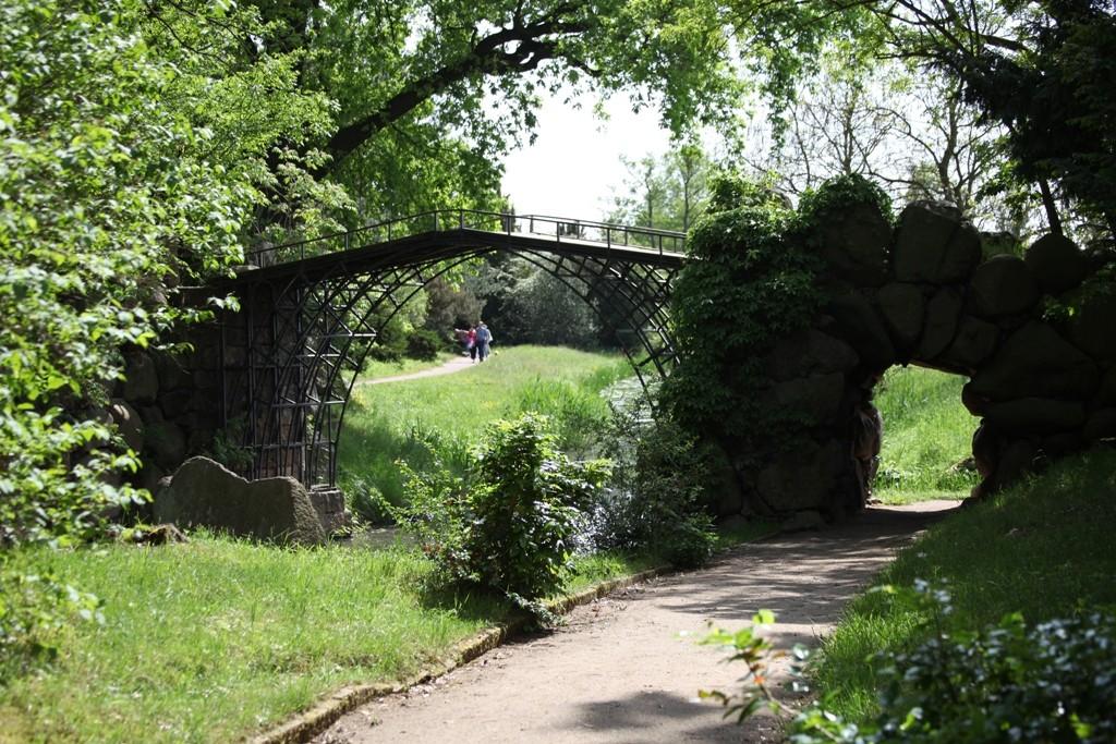 """Die 1791 erbaute """"Eiserne Brücke"""". Sie ist die älteste gusseiserne Brücke Deutschlands."""