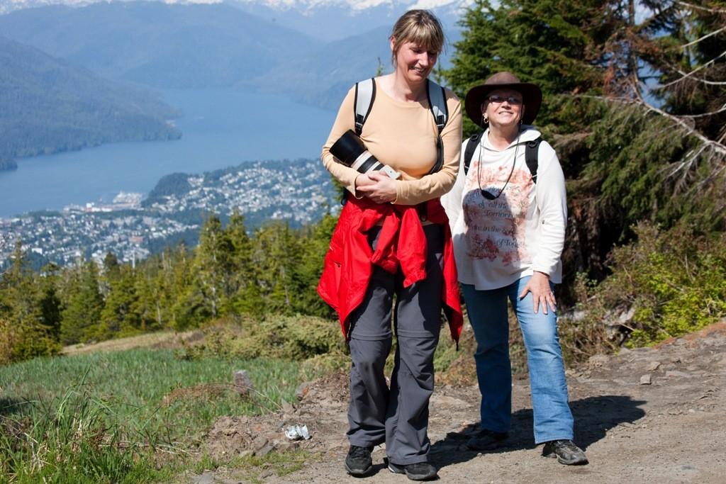 Wir sind geschafft vom Aufstieg auf den Mt. Hays aber glücklich. Der Berg über Prince Rupert liegt, wie die Stadt auf Kaien Island