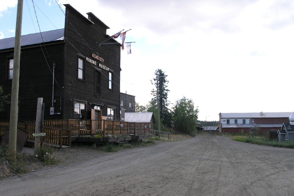 Keno City, das Minning Museum, kein Besucher weit und breit, wir waren die Einzigen, ein älterer Herr gewährte uns Einlass. Zu Zeiten des Gold Rush war Keno über den Steward River sogar in die Schifffahrt, vom Yukon her, mit eingebunden.