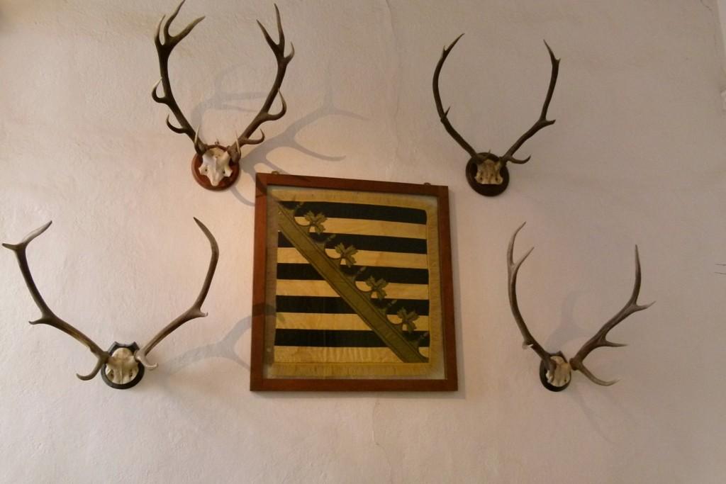 Das kursächsisch königliche Wappen im Portal des Schlosses Weesenstein