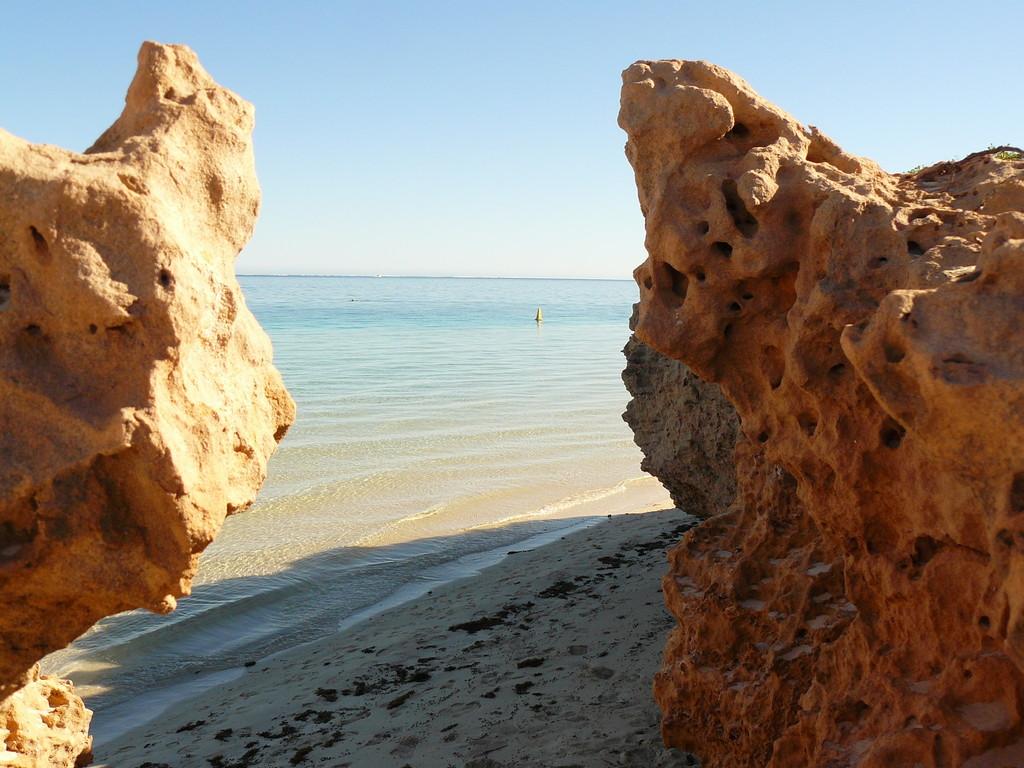 Detailaufnahme von Coral Bay, u.a. das Eldorado der Surfer und der Strandurlauber