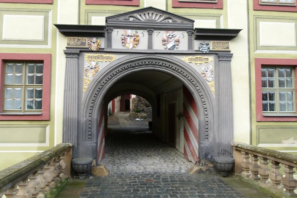 Torportal von der Schlossbrücke her