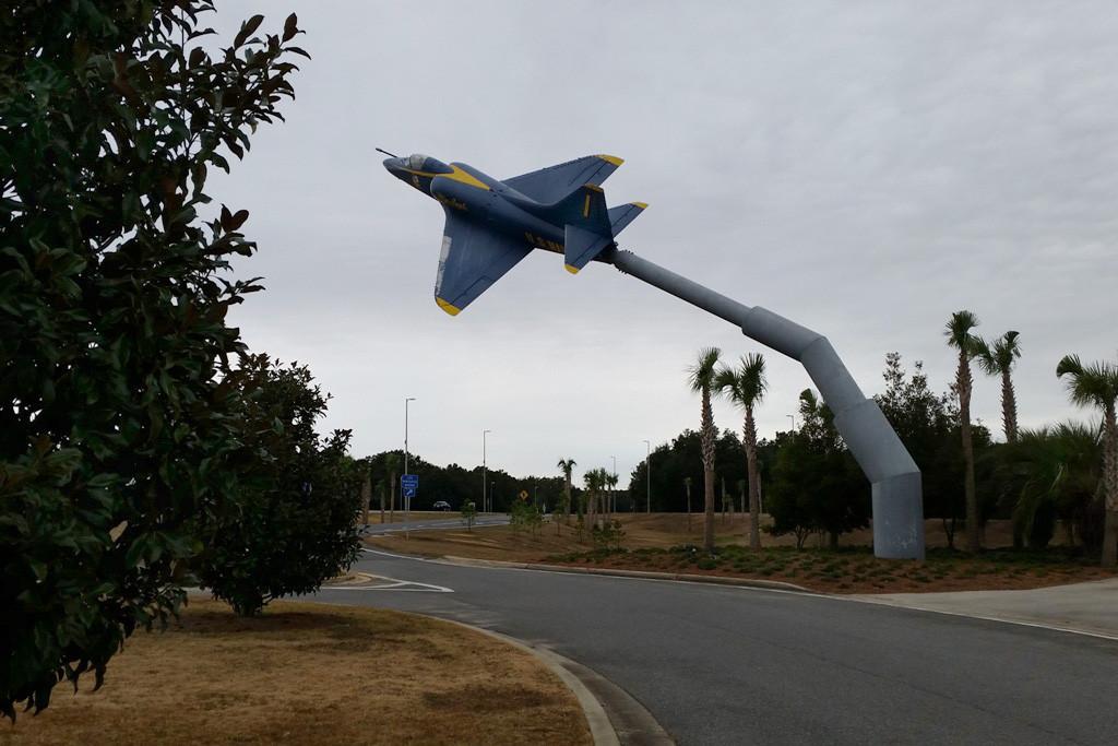 Adieu Florida, an der I 10 W wird man von dem Fliegermonument verabschiedet......,